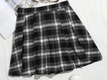 New: Plaid pleated mini skirt